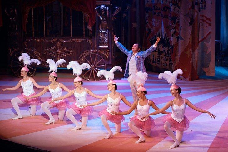 Сцена из оперетты «Принцесса цирка». Фото с сайта imt38.ru, автор — Евгений Пономарев
