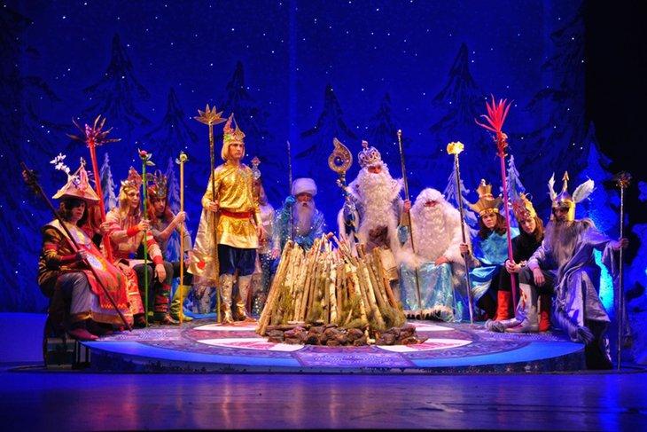«Двенадцать месяцев» на сцене ТЮЗа. Фото с сайта vk.com/tuz_irk