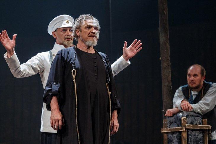 Спектакль по произведению Льва Толстого. Фото с сайта www.dramteatr.ru