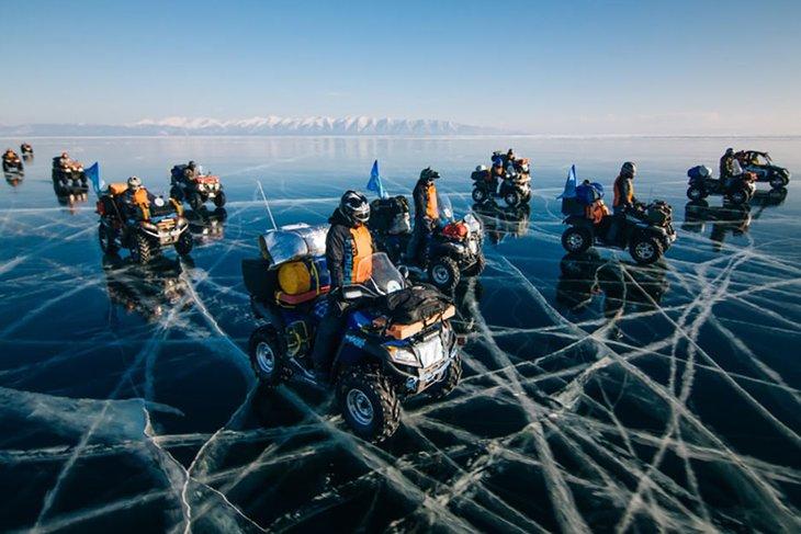 На квадроциклах по льду Байкала