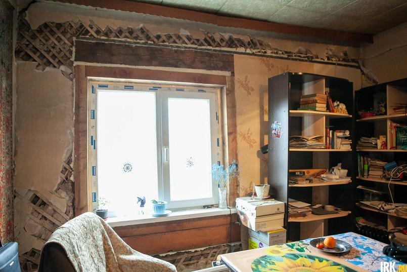 Ставить стену и окно женщине пришлось за свой счет, страховая отказывается выплатить компенсацию