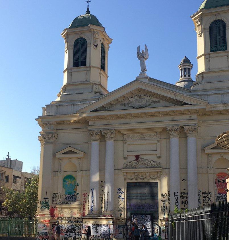Изрисованная вандалами церковь