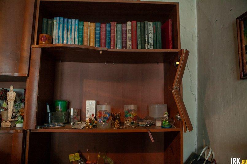 Мебельную «стенку» после происшествия собирали по кусочкам