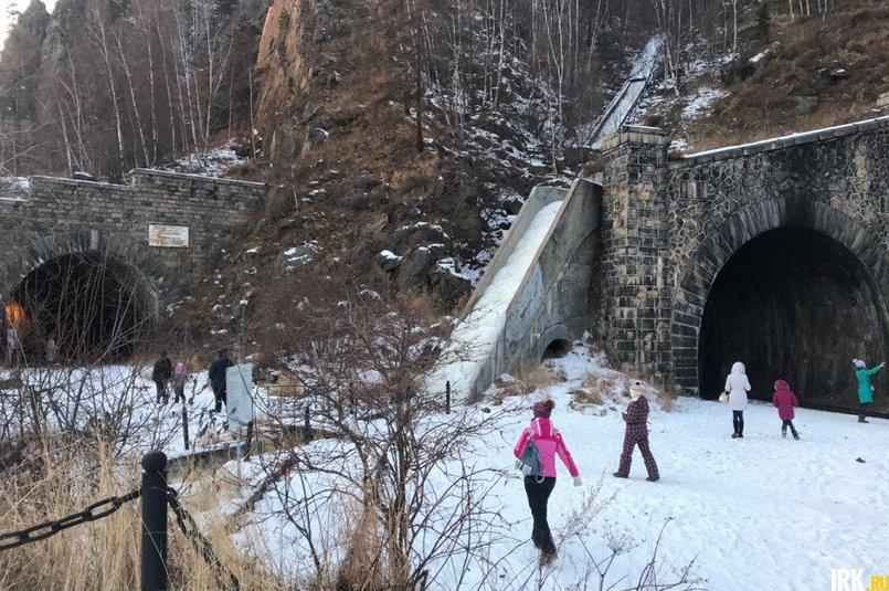 Слева — выведенный из эксплуатации тоннель, справа построили еще один, более безопасный