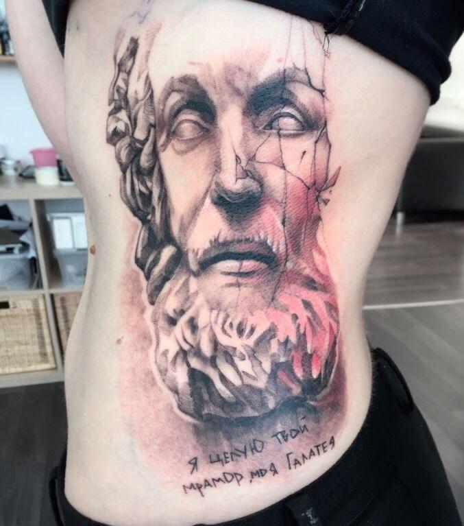 Мне писала девушка не из Иркутска, которая сделала татуировку со стихотворением про Галатею