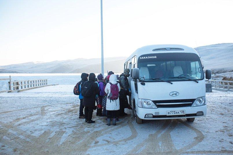 Туристы на озере Байкал. Фото Зарины Весны