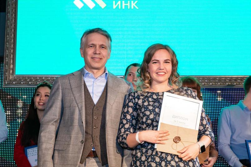 Анастасия Пигарева и заместитель генерального директора по управлению персоналом ИНК Владислав Поздышев