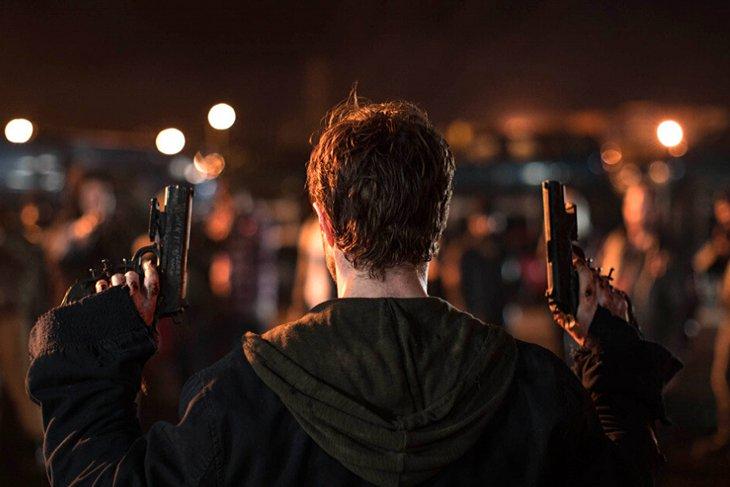 Майлз (Дэниэл Рэдклифф) против своей воли стал участником подпольной смертельной игры
