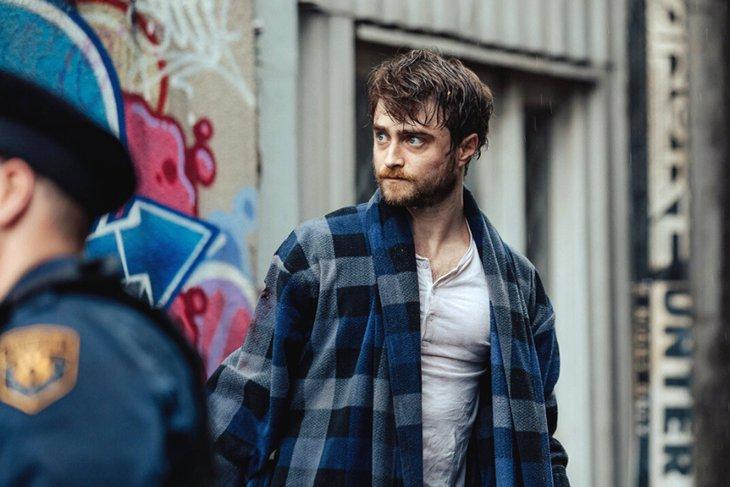 По мнению Евгения Новицкого, Рэдклифф воспринимается как повзрослевший «Гарри Поттер»