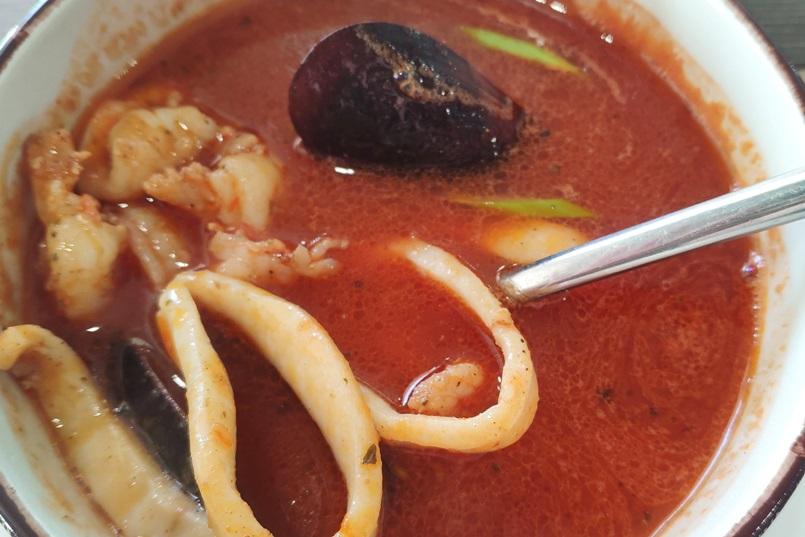 На самом деле, буйабес — очень яркий, красивый суп…