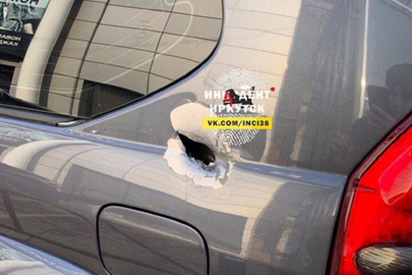 Следы от выстрела на автомобиле