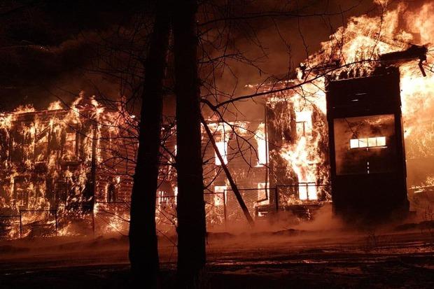 На пожаре в Бохане. Фото пресс-службы ГУ МЧС России по Иркутской области
