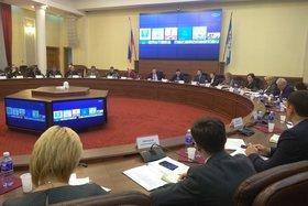 На заседании оперативного штаба. Фото пресс-службы правительства Иркутской области