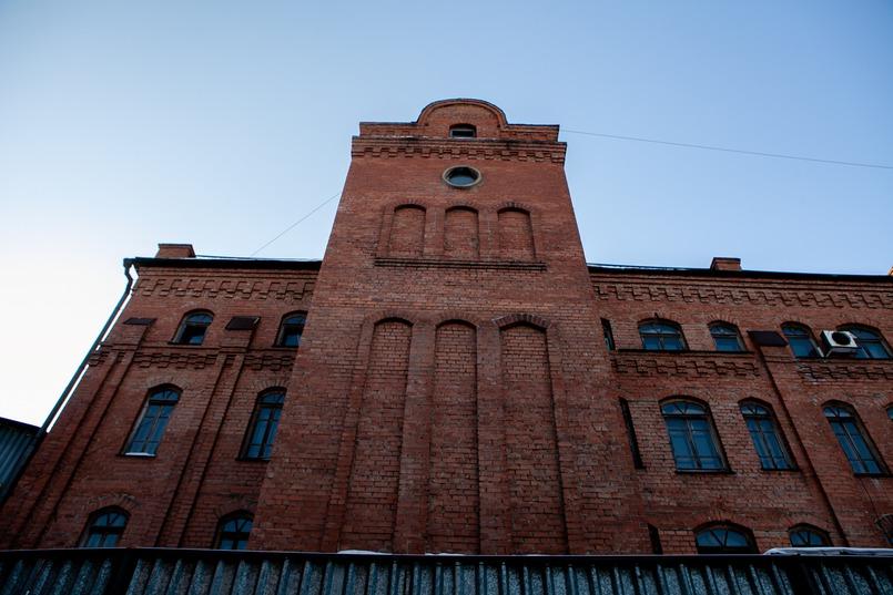 В 1904 году, в Сибири начали строить Иркутский спиртоочистительный склад, будущее предприятие «Кедр»