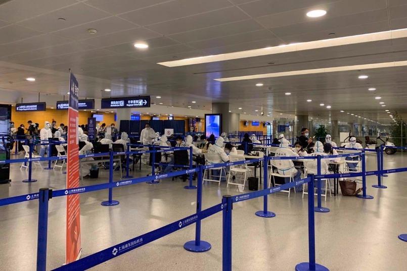 Зал прилета в аэропорту Шанхая