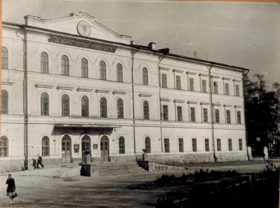 Иркутский госуниверситет в первой половине 50-х годов. Фото с сайта dlyakota.ru