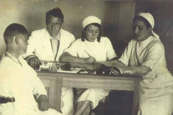 Перед отправкой на фронт. Медицинская комиссия эвакогоспиталя, расположенного в Иркутском физиотерапевтическом институте. Из собрания Музея истории Иркутска