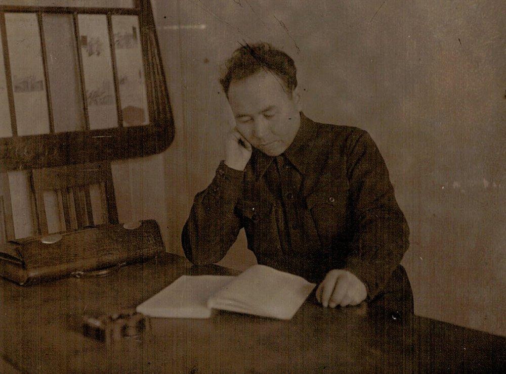 Директор школы Д.А. Самойлов. Фото с сайта school3.irk.ru