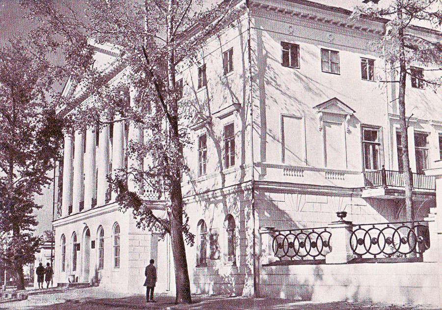 Фундаментальная библиотека госуниверситета имени А.А. Жданова. 1966 год. Фото с сайта pribaikal.ru