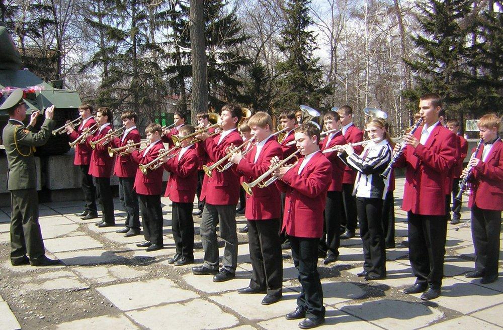 Выступление оркестра 9 мая. Фото с сайта vk.com