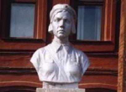 Бюст Валентины Березовской. Фото с сайта victory.mmp38.ru