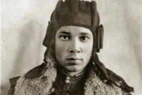 Владимир Васильевич служил орудийным наводчиком танка Т-34 в 12-м танковом полку тяжелых машин