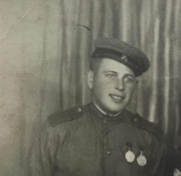 Стрельцов Николай Константинович. Родился в 1919 году в Гурульбе (Улан-Удэ). Призван в 1941 году.
