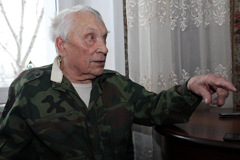 Куда опаснее боев, поясняет Владимир Васильевич, было сходить в разведку. Фото Андрея Семакина