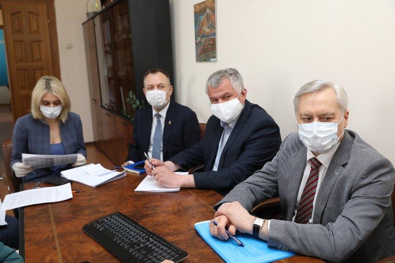 На заседании рабочей группы обсудили возможность расширения перечня пострадавших от пандемии отраслей