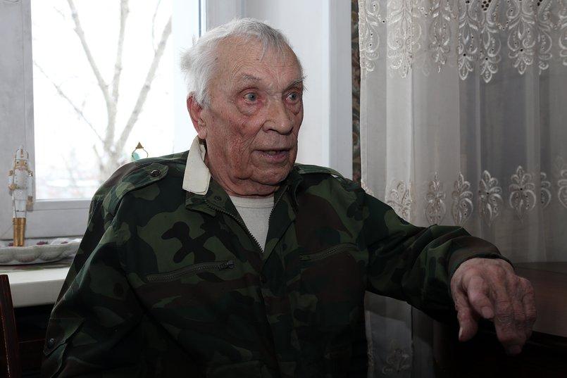 «Меня стали натаскивать, назначили башенным стрелком на Т-34», - говорит ветеран. Фото Андрея Семакина