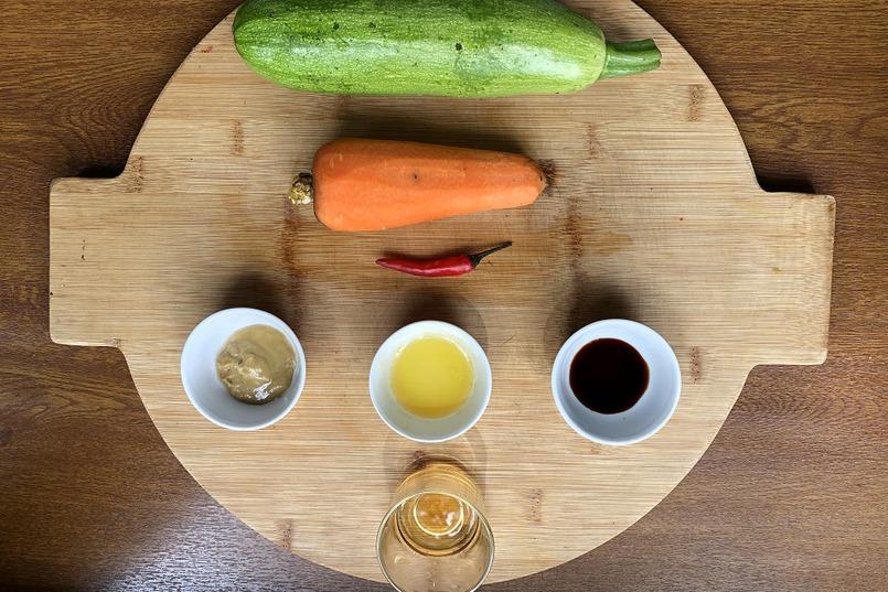 Все овощи нарезаем «лапшой»