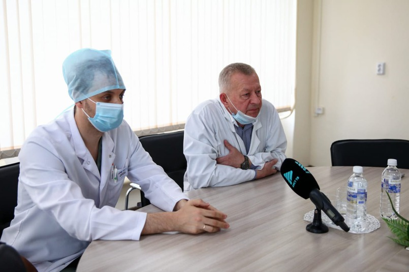 «В обычные дни холл приемного покоя заполнен, сейчас здесь пусто», - говорит Владимир Ильич