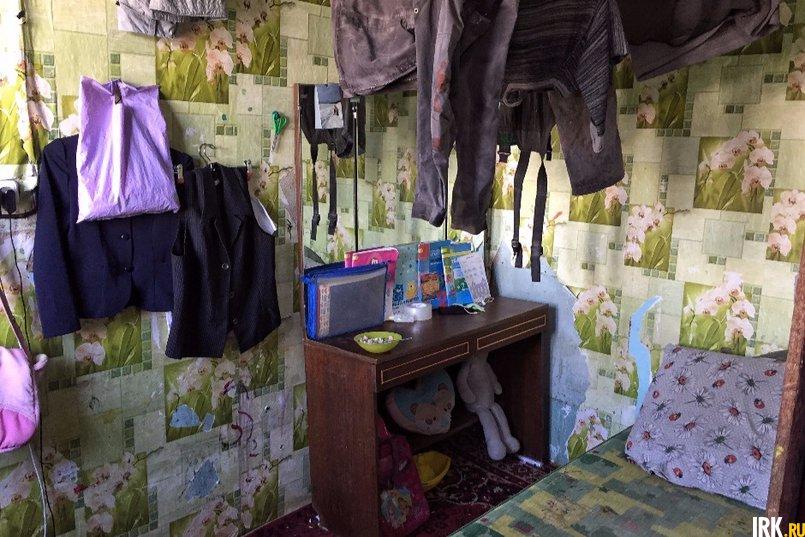 У девочек есть отдельная комната, небольшая, с одной кроватью
