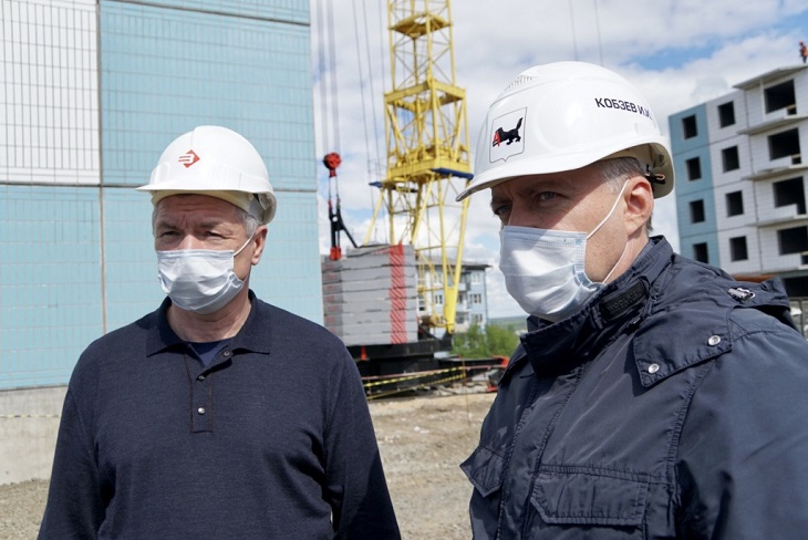 Марат Хуснуллин и Игорь Кобзев. Фото пресс-службы правительства России