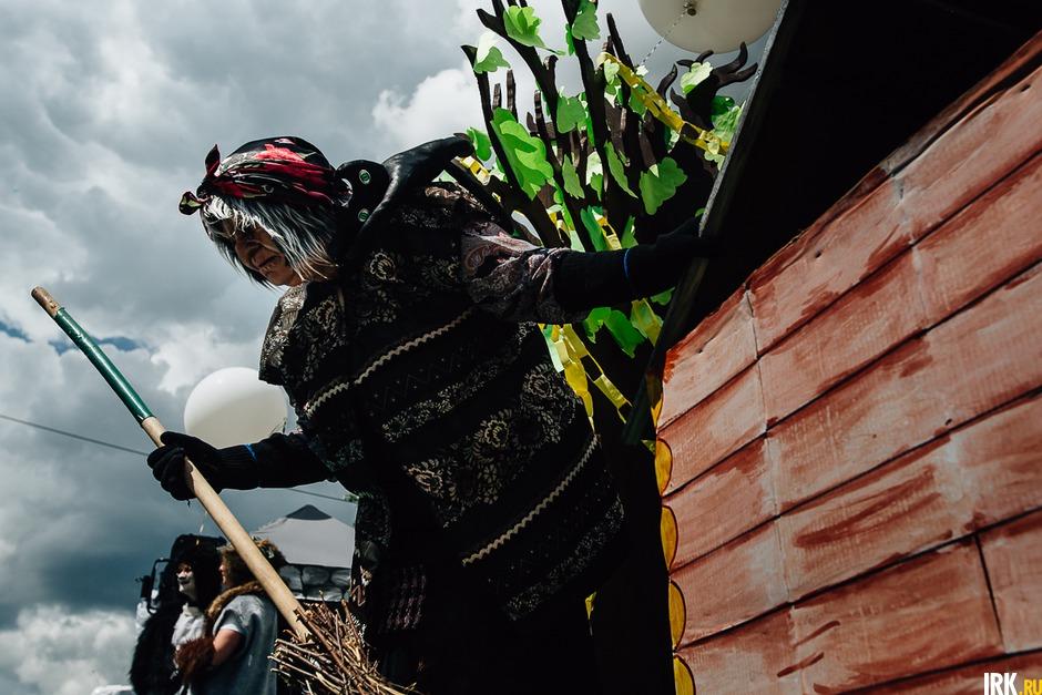 2015 год: празднование 354-летия Иркутска совпало с празднованием 216-й годовщины со дня рождения Александра Сергеевича Пушкина, поэтому главной темой шествия стали персонажи русских сказок.