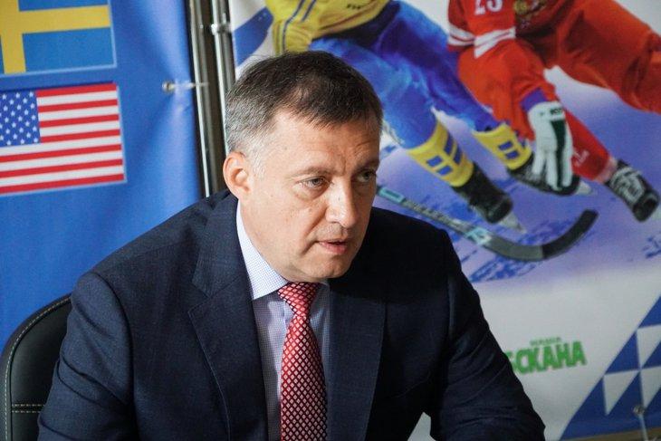 Игорь Кобзев во время совещания. Фото пресс-службы правительства Иркутской области