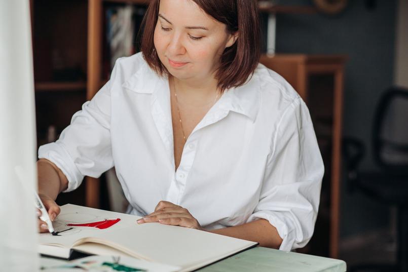 Насте с детства прививали любовь к рисованию