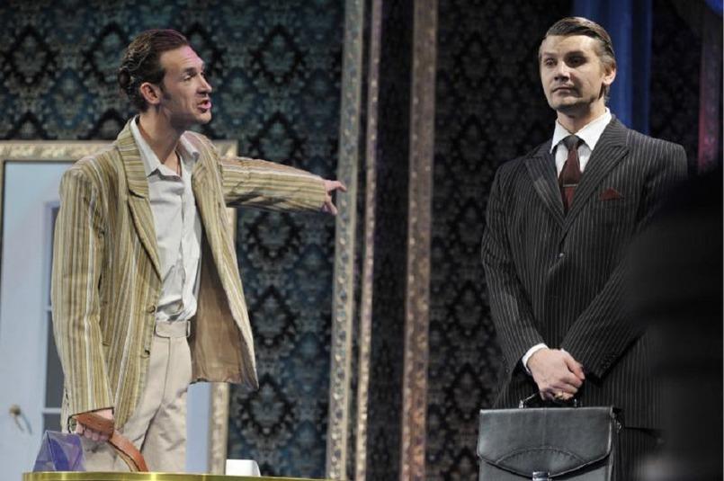 С Александром Братенковым в спектакле «Он, она, окно…»