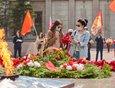 2020 год: в Иркутске отменили все массовые мероприятия. Но иркутяне пришли к Вечному огню почтить память погибших в Великой Отечественной войне.