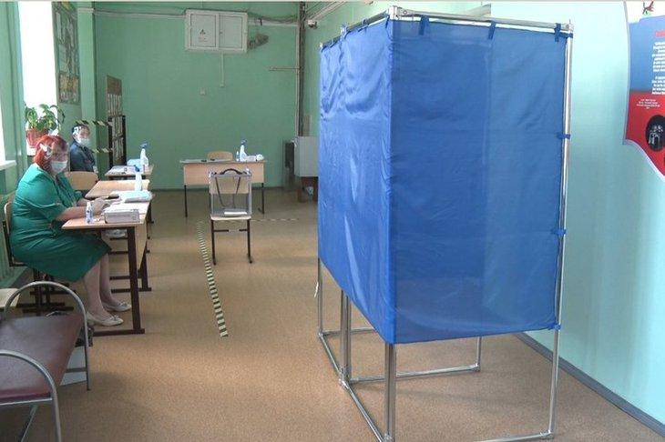 На участке для голосования. Фото пресс-службы администрации Иркутска