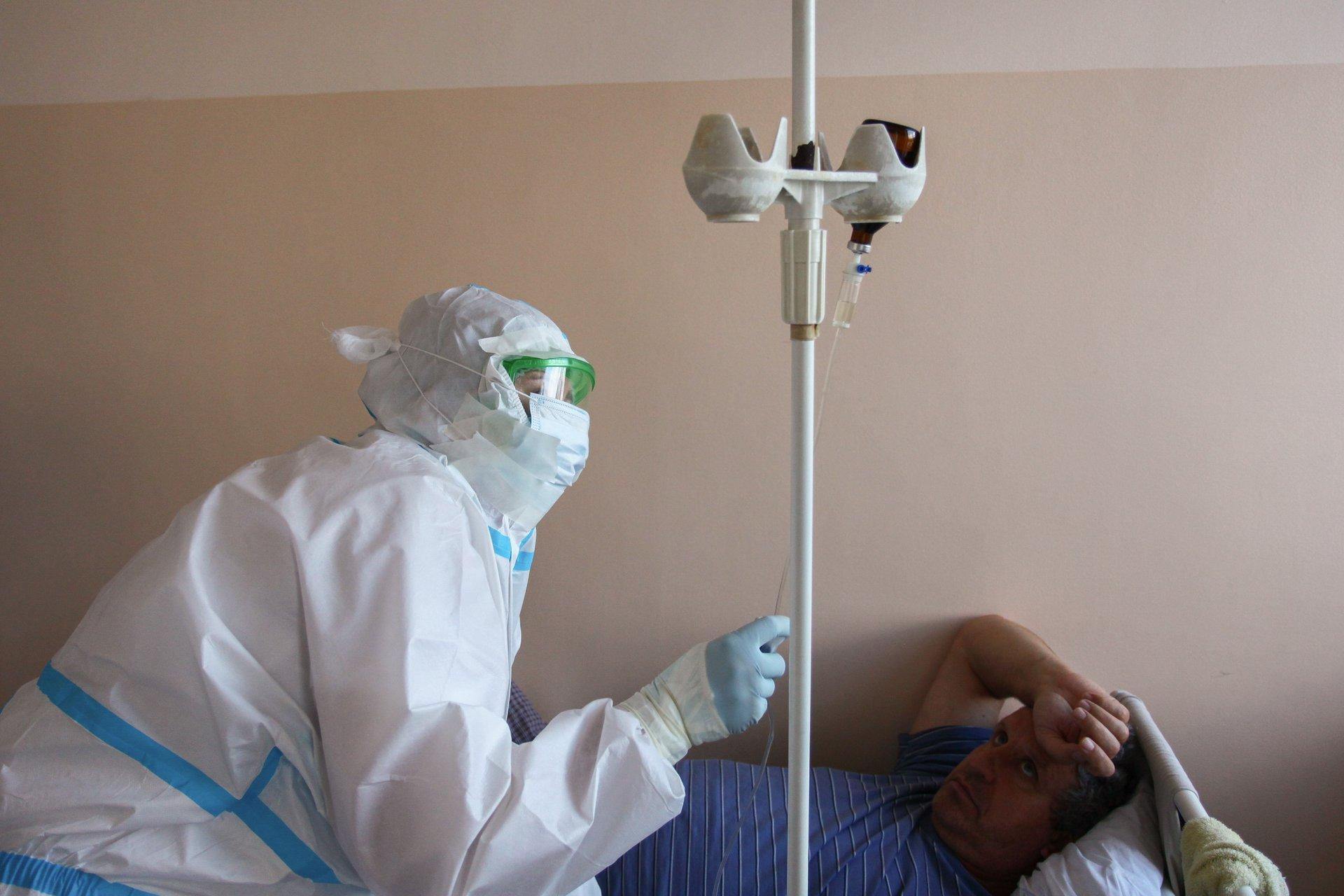 «А я, вообще-то, не верил, что этот вирус реально существует», - говорит один из пациентов
