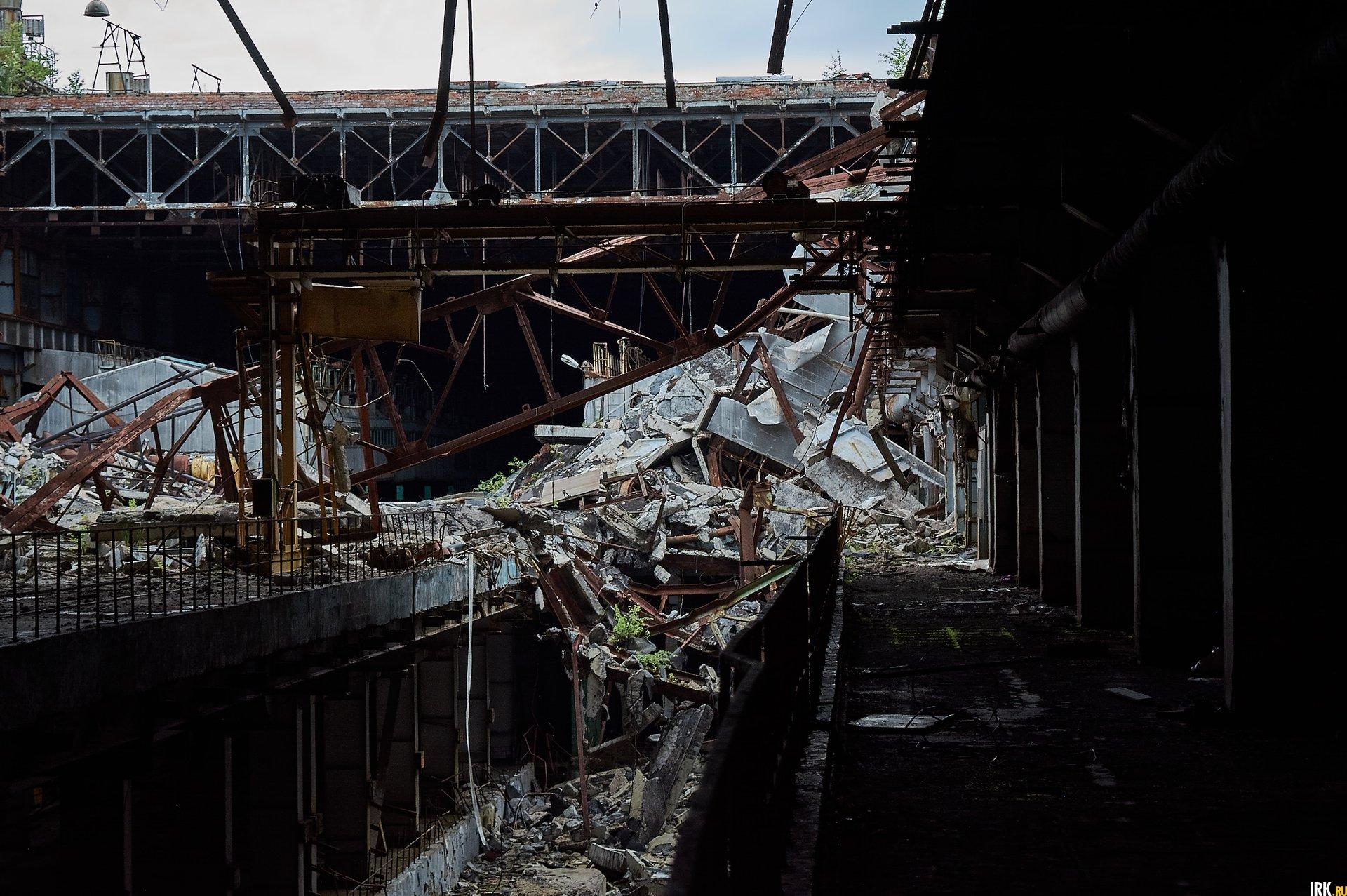 Крыша в цехе рухнула в нескольких местах
