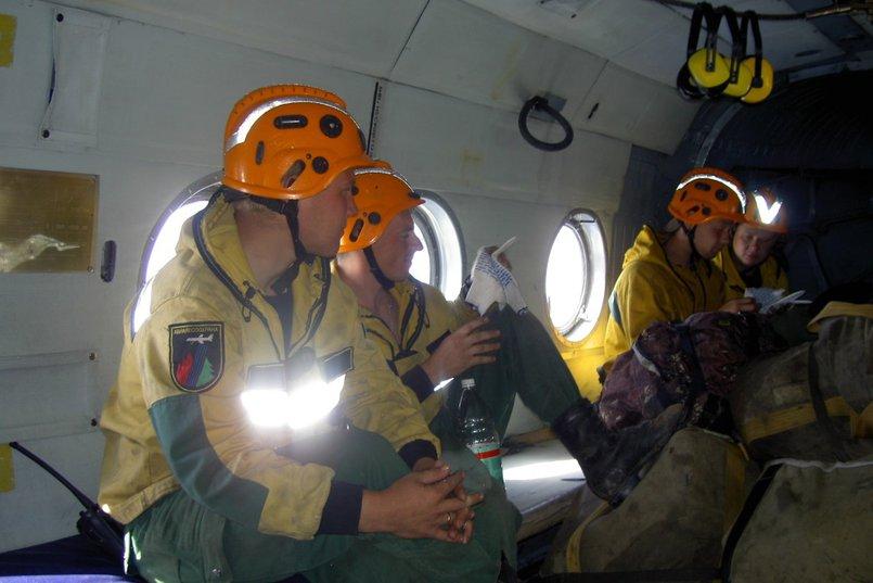 8 июля в регион прибыли еще 50 пожарных-десантников из Дальневосточного федерального округа