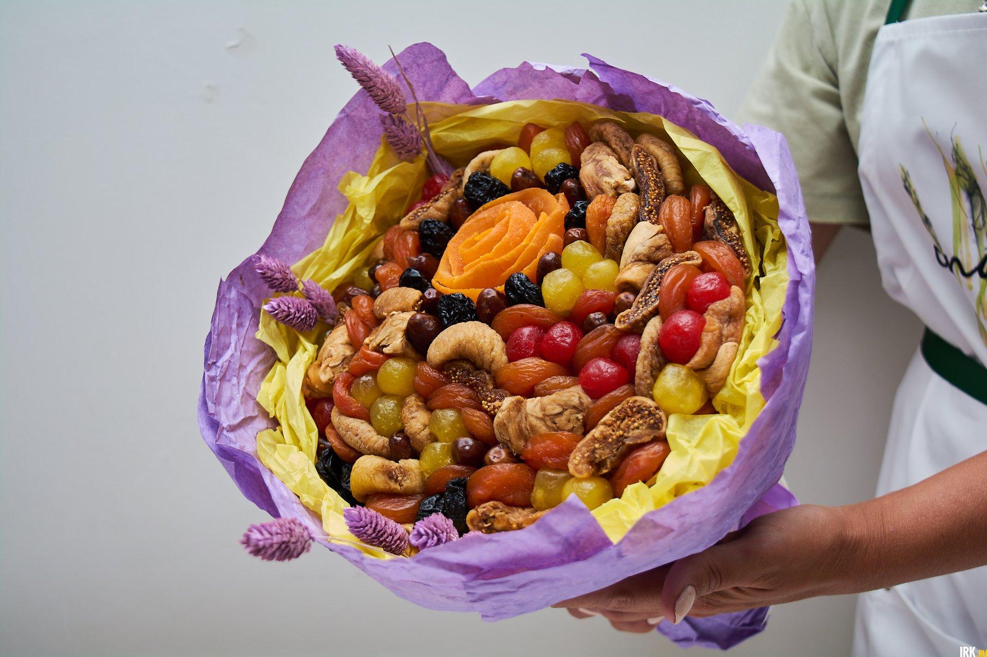 Букеты из сухофруктов и орехов хранятся долго