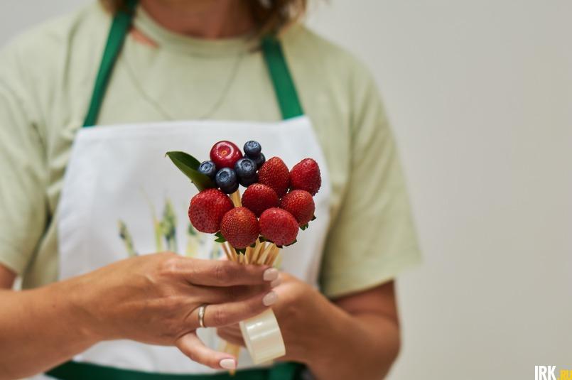 Для IRK.ru Ульяна собрала ягодный букет