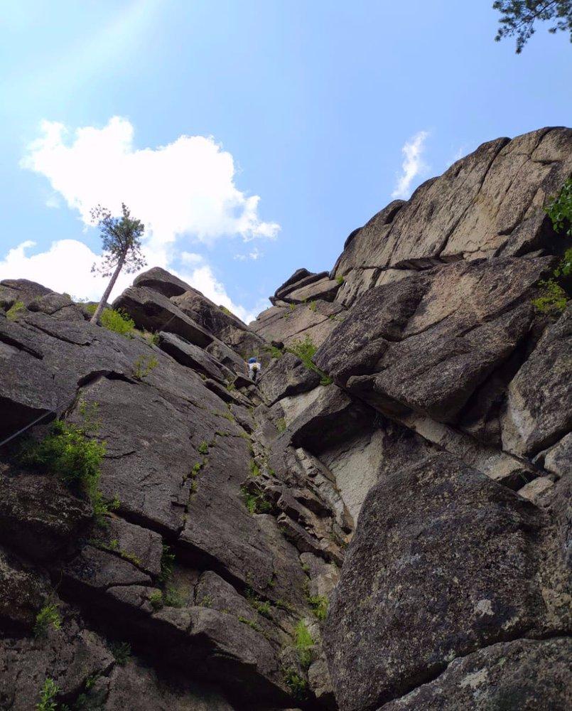 Изначально Витязь был любимым местом скалолазов, альпинистов и спасателей. Сейчас сюда приезжают, чтобы прогуляться и насладиться дикой природой