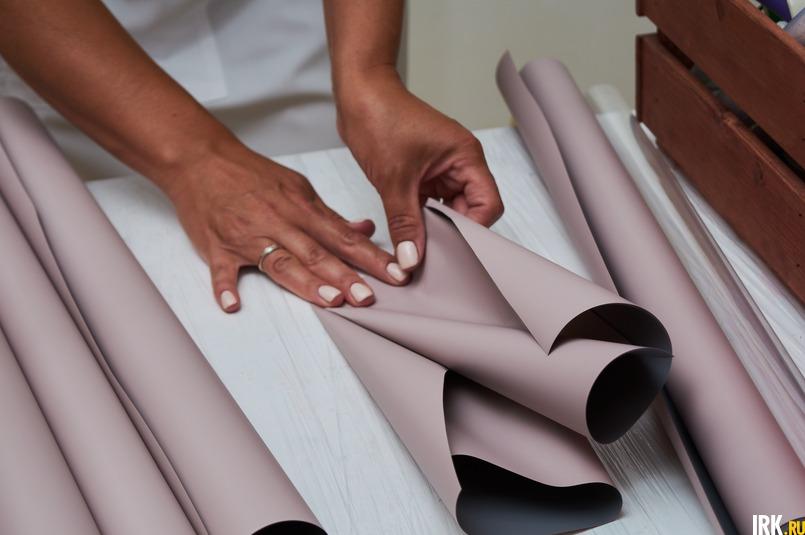 У фуд-флориста много разной упаковочной бумаги