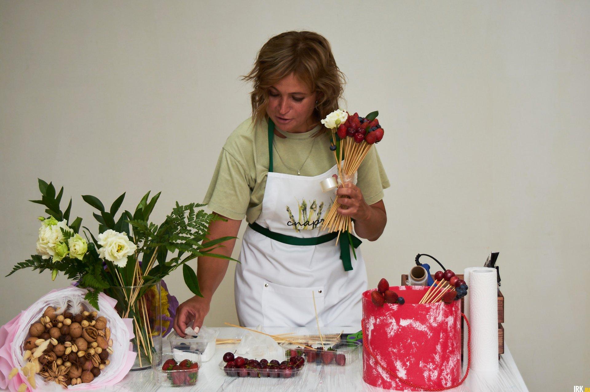 Для букета из ягод подходит спиральная техника