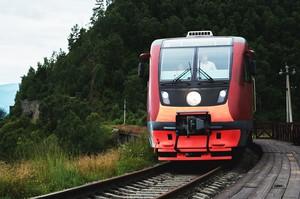 В Ангасолке мы сели на поезд — дизельный рельсовый автобус РА2