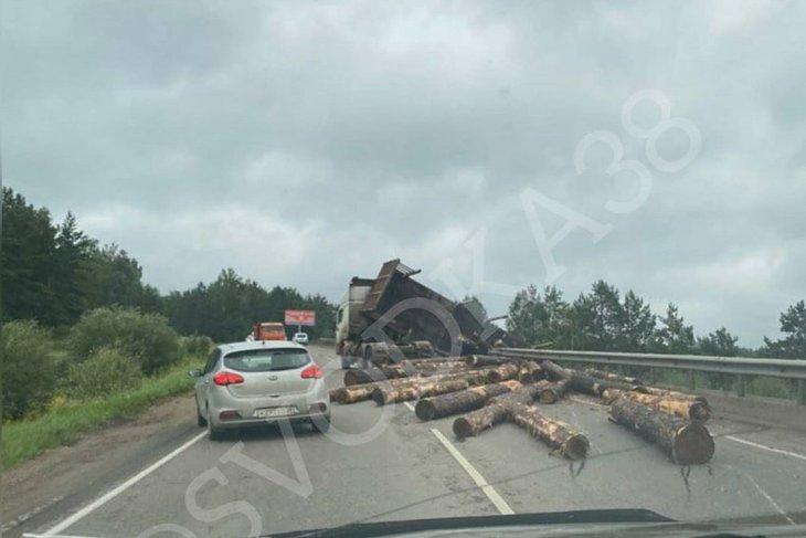 На месте происшествия. Фото из группы «Svodka38»